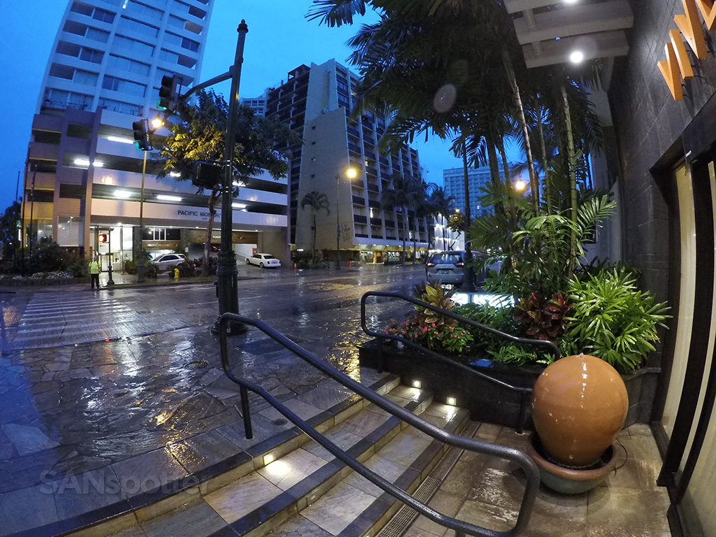 vive hotel honolulu entrance