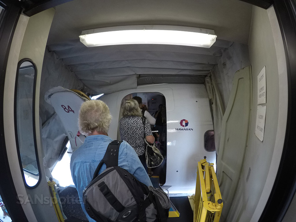 Hawaiian Airlines 717 boarding door