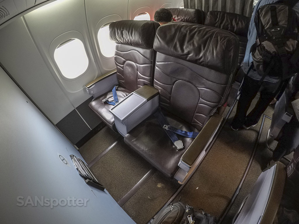 Hawaiian Airlines 717 first class