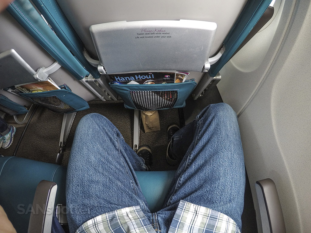 Hawaiian Airlines 717-200 economy class seat pitch