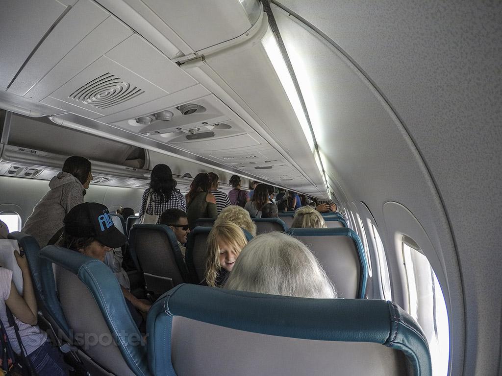 Hawaiian Airlines 717 deboarding