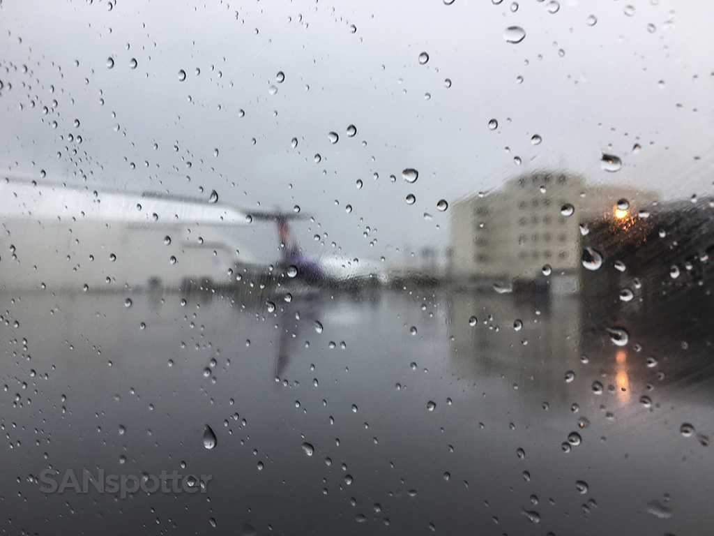 wet and rainy honolulu airport