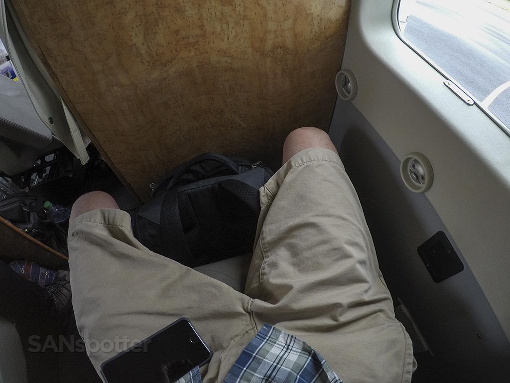 mokulele airlines cessna 208 leg room