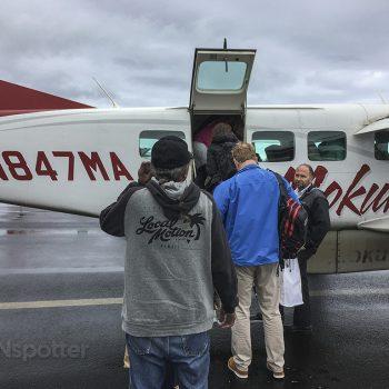 mokulele airlines boarding door