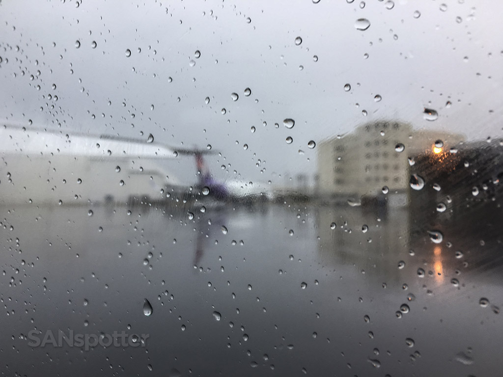 rainy hawaii airport