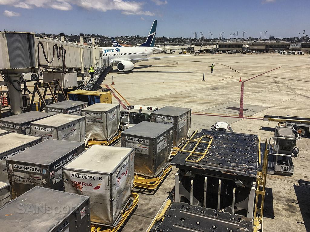 SAN airport plane spotting