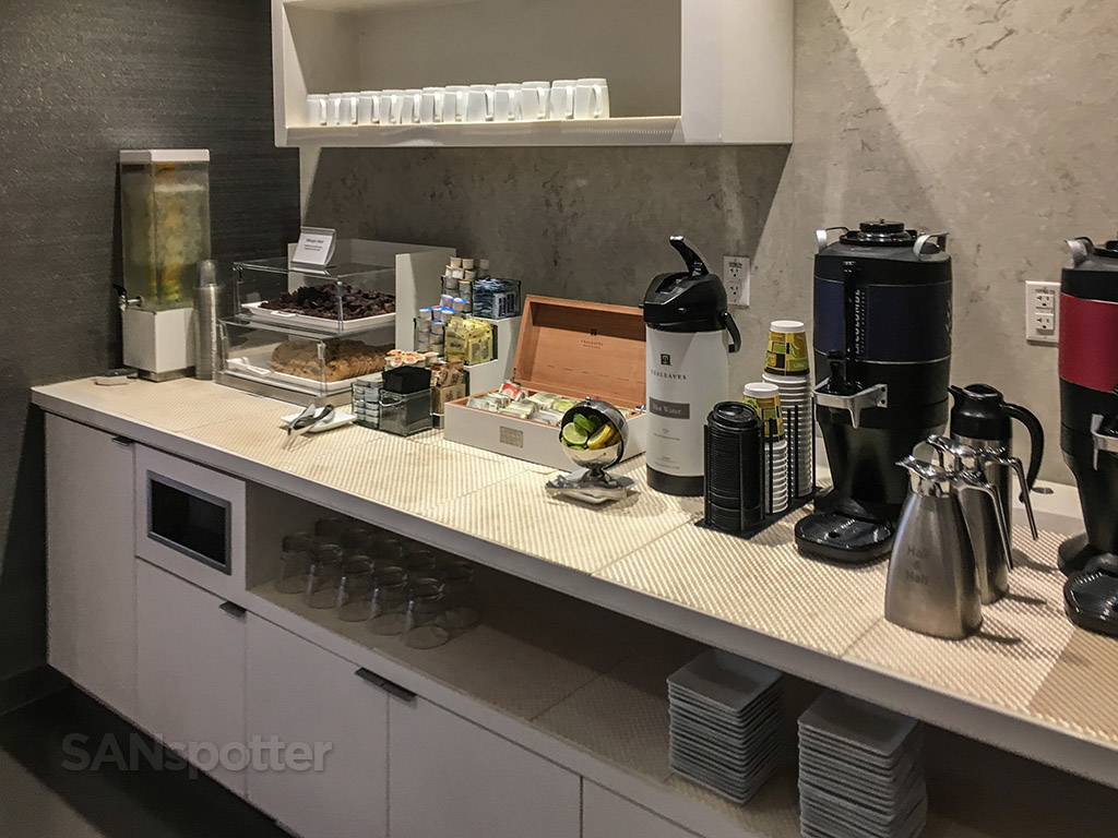 American Airlines admirals club breakfast drinks