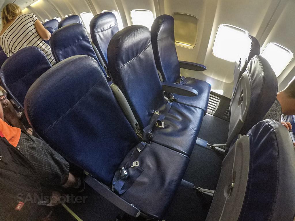 Sun Country 737-700 economy class seats