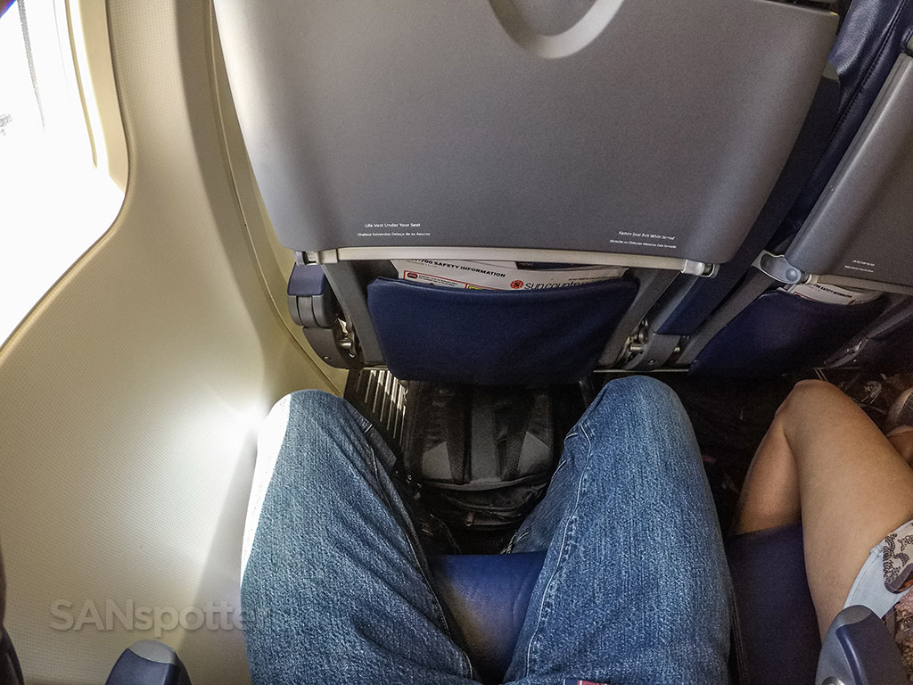 Sun Country 737-700 leg room