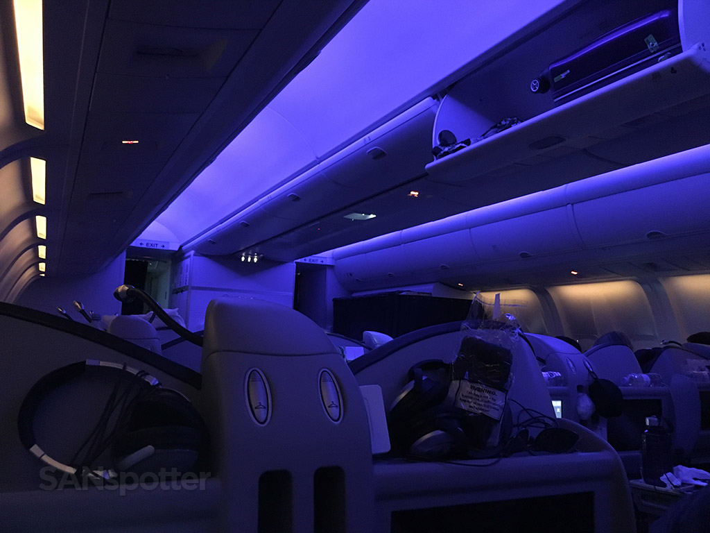 Condor 767-300 mood lighting