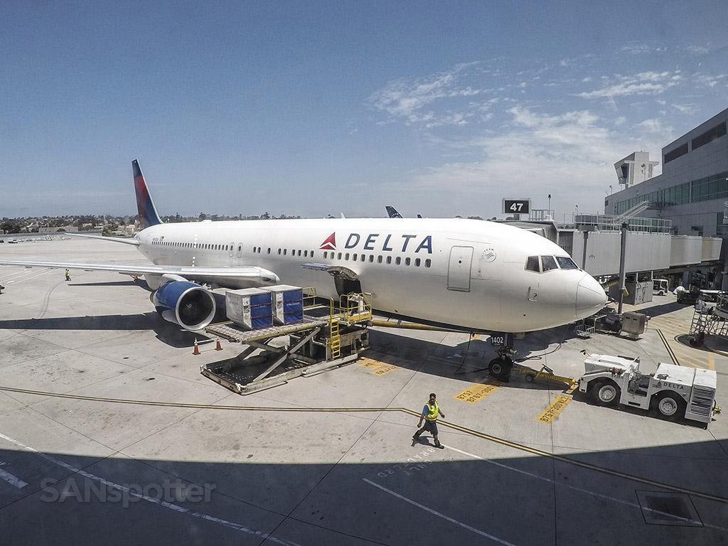 Delta 767-300 San Diego airport