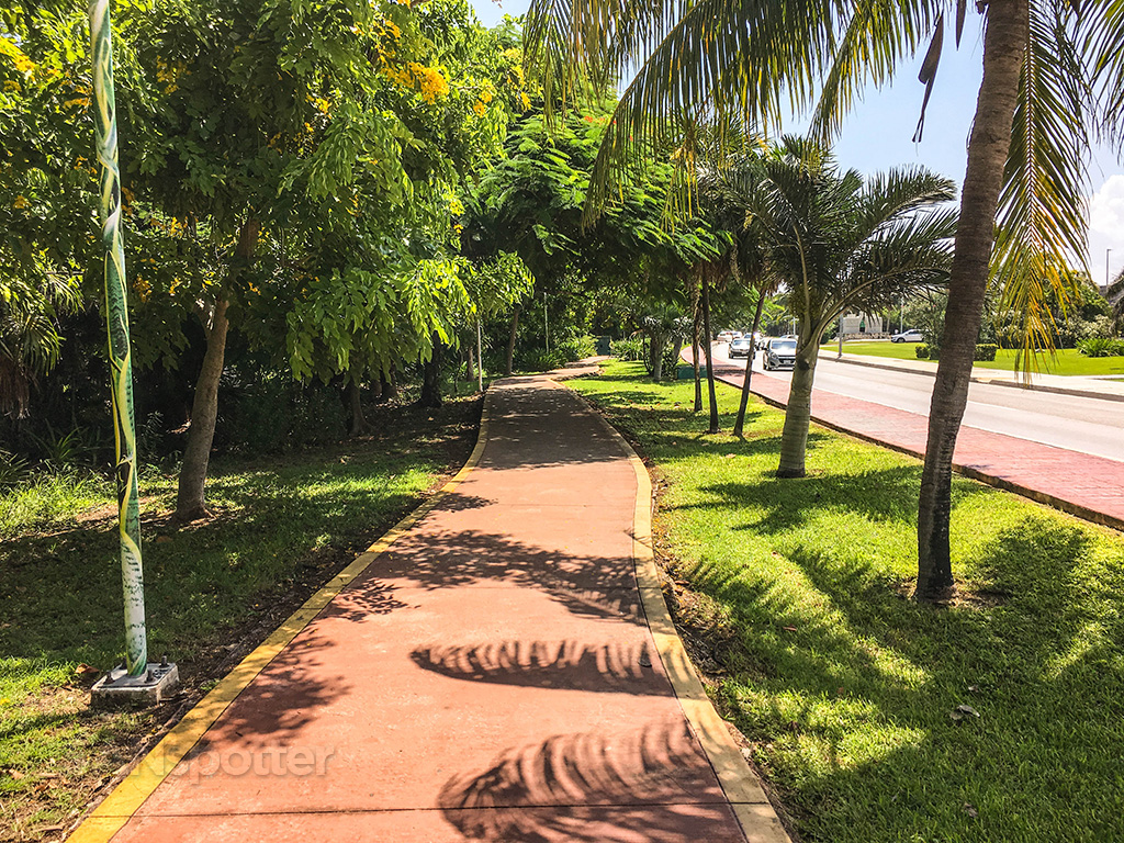 Cancun sidewalks