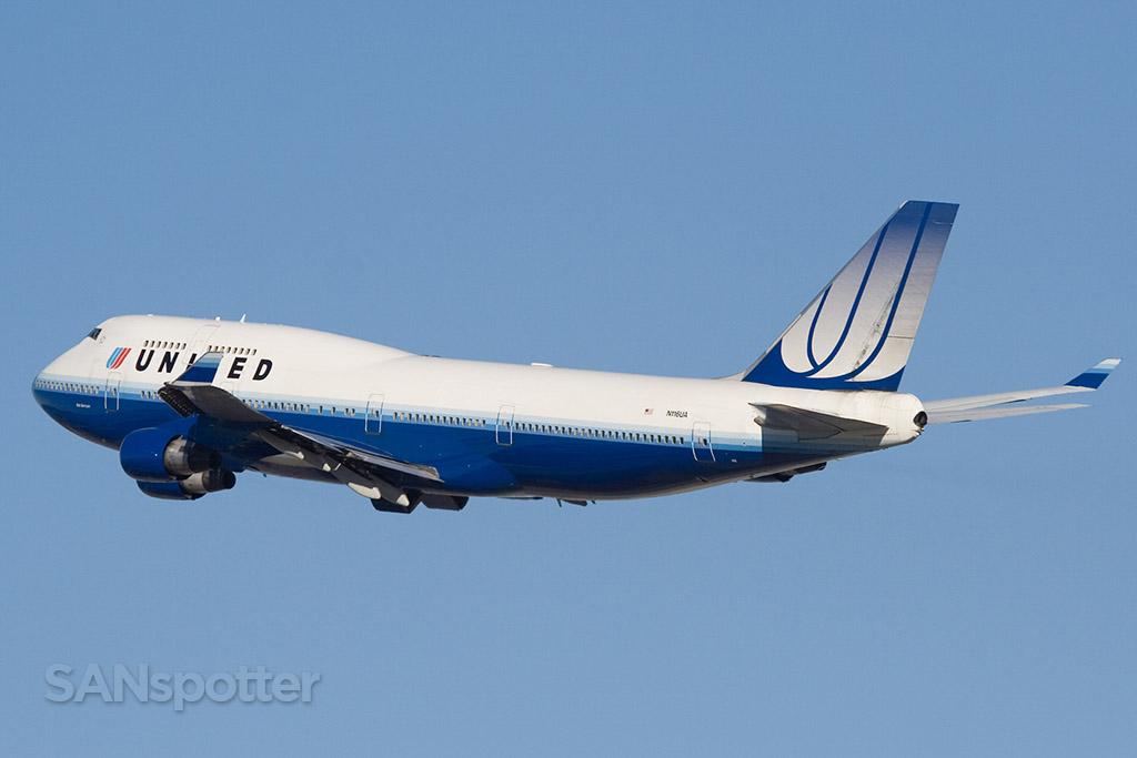 United 747-400 tulip colors LAX