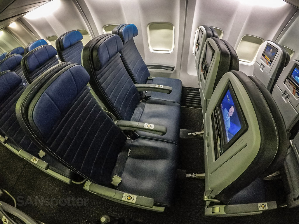 United airlines 737–800 economy class seats