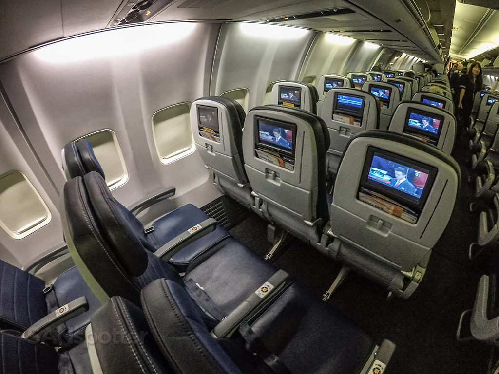 United airlines 737–800 personal video screens