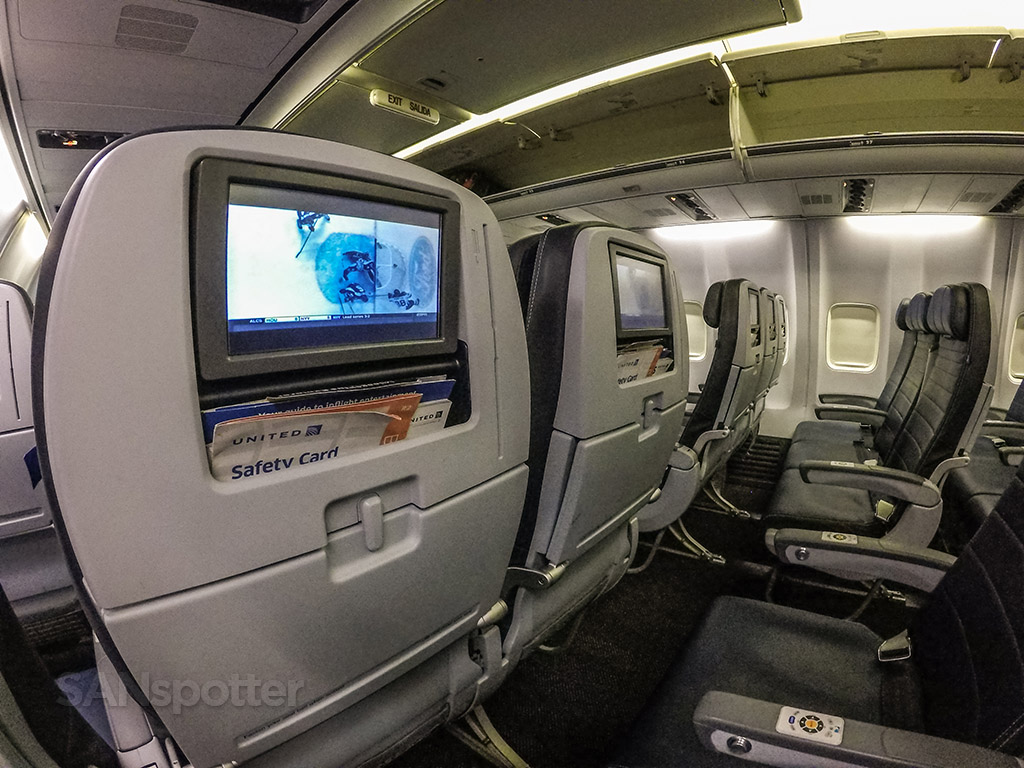 United Airlines 737–800 video screens economy class