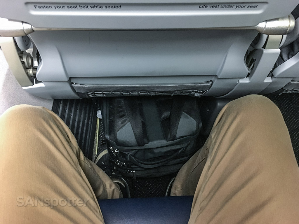 United Airlines 737–800 seat pitch