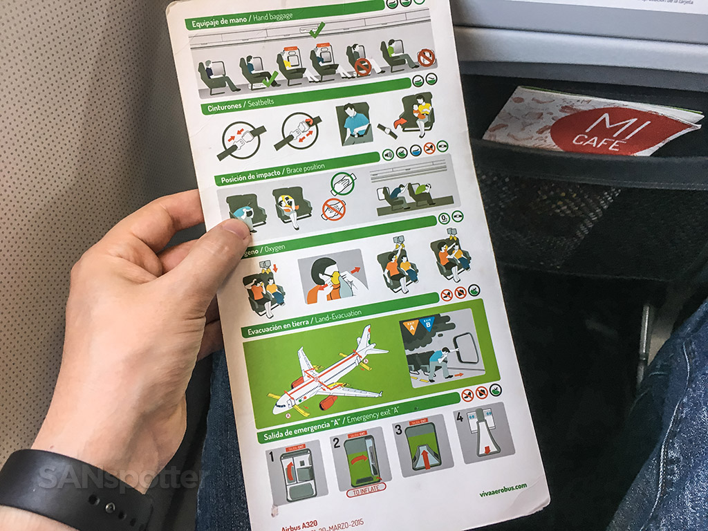 VivaAerobus safety card