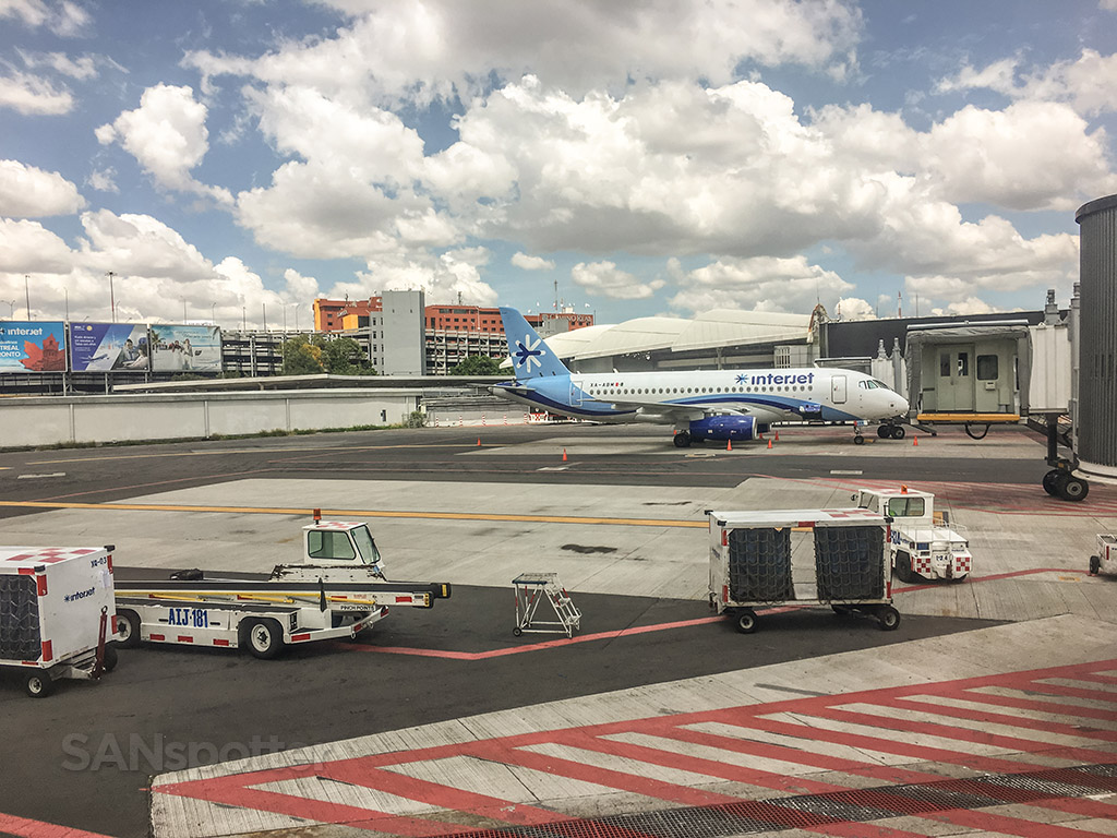 Interjet SSJ 100