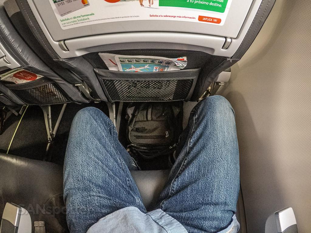 VivaAerobus a320 leg room