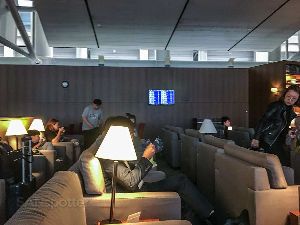 Asiana business class lounge Incheon
