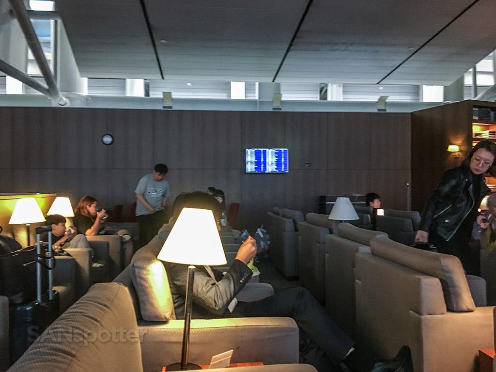 Asiana business class lounge Incheon