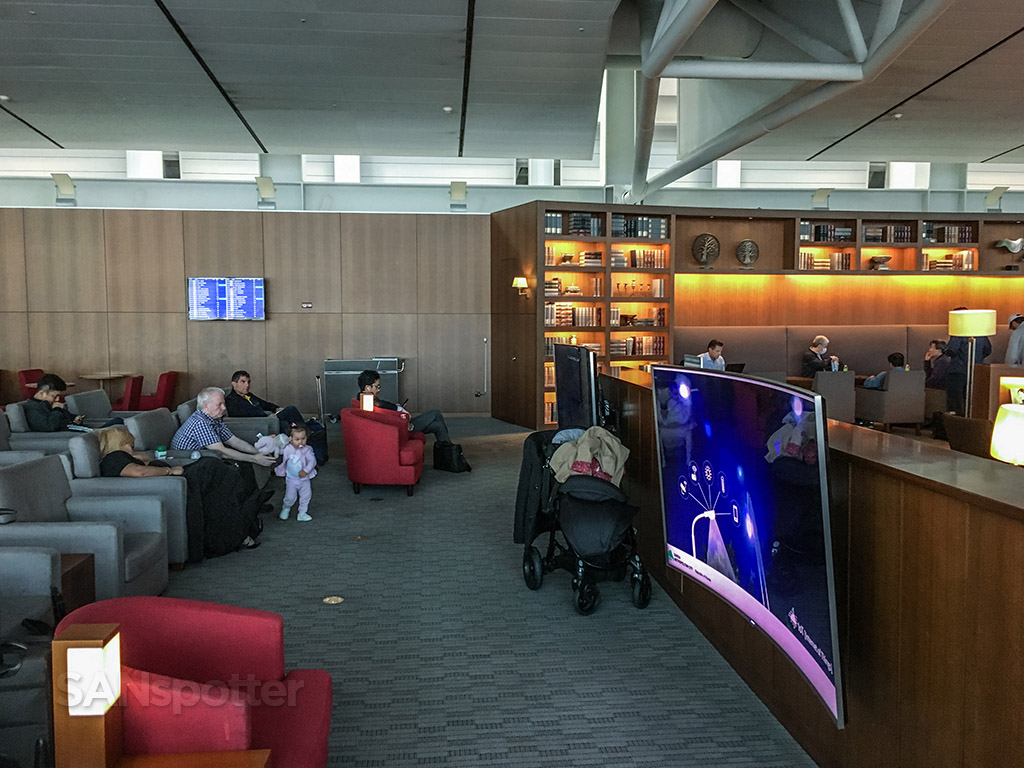 Asiana business class lounge tv