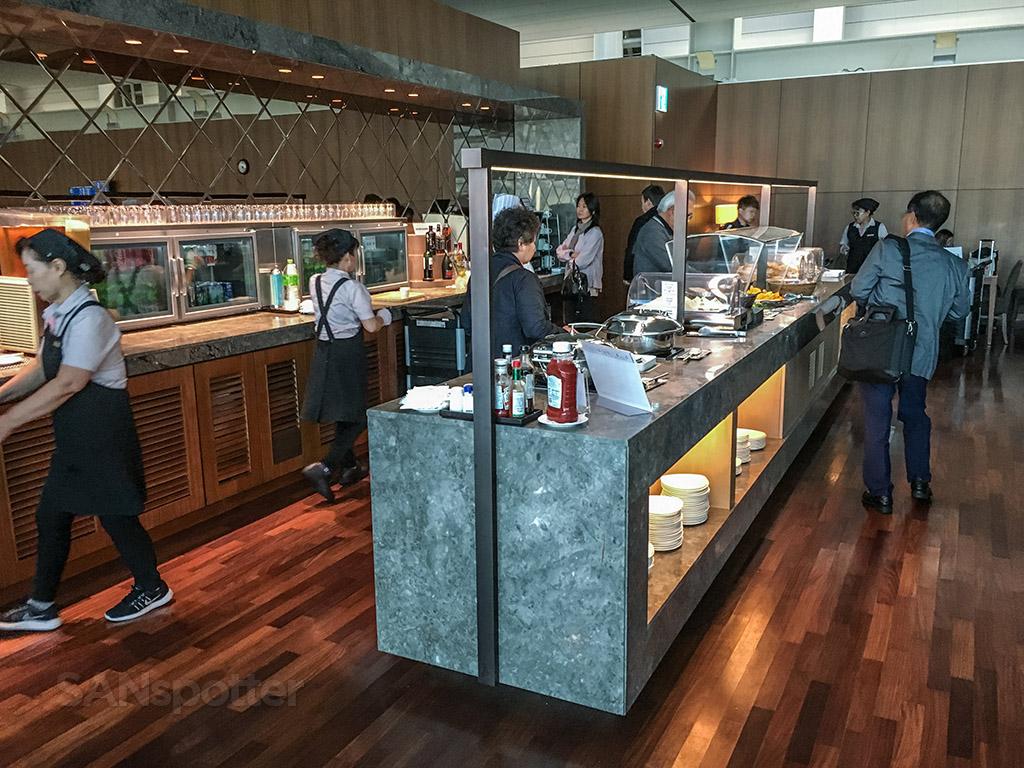 Asiana business class lounge incheon airport an oddly for Asiana korean cuisine restaurant racine