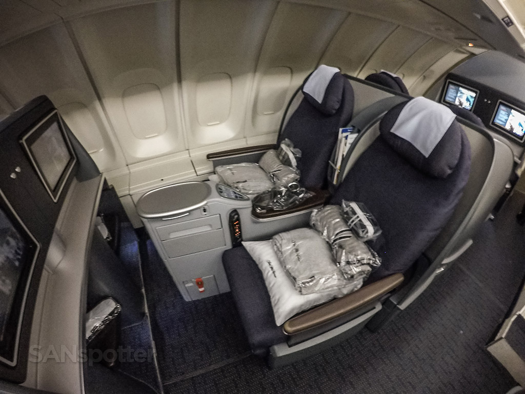 United Airlines 747–400 upper deck business class seats