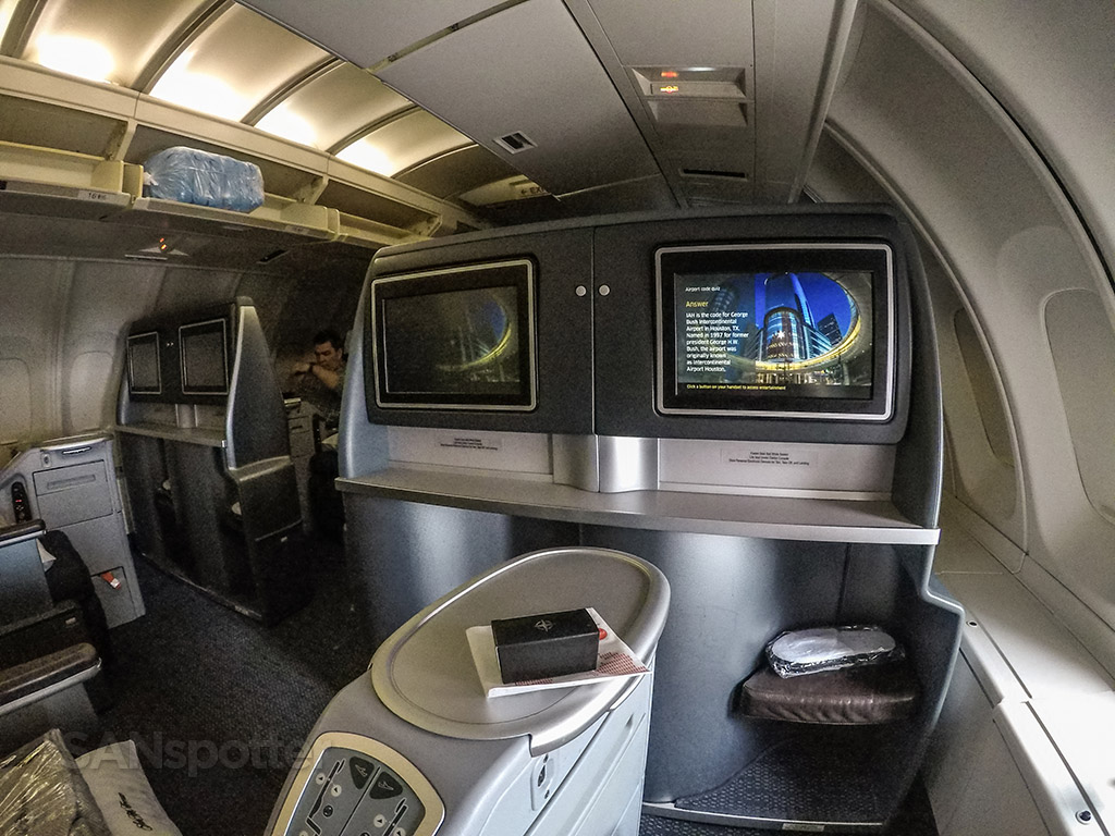 United airlines 747 upper deck business class