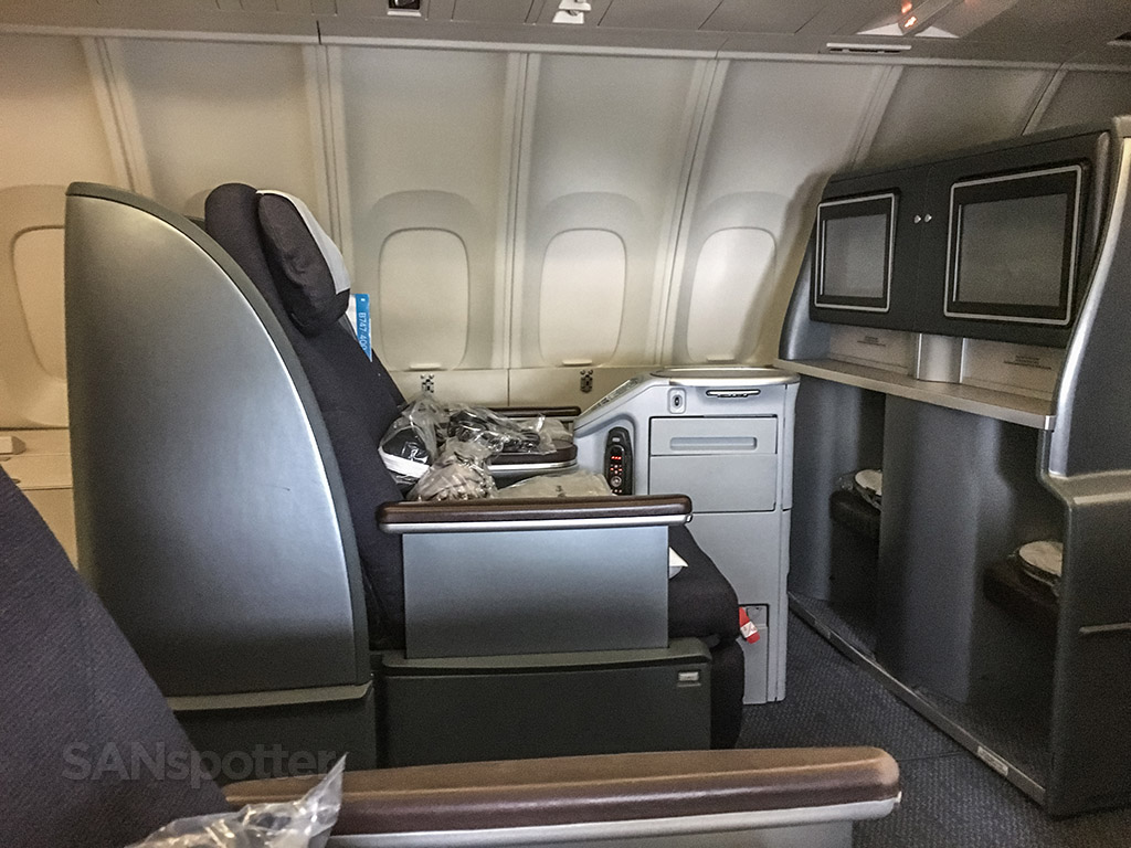 United airlines 747–400 business Class leg room