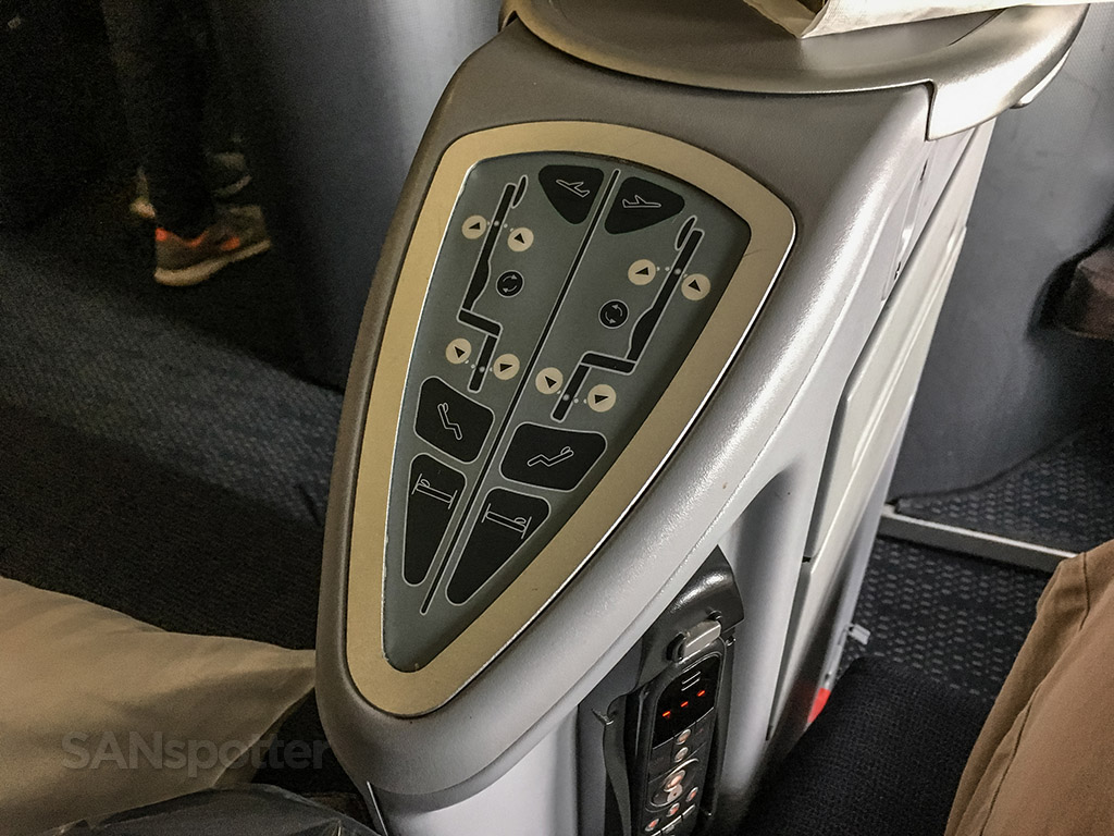United Airlines 747–400 business class seat controls