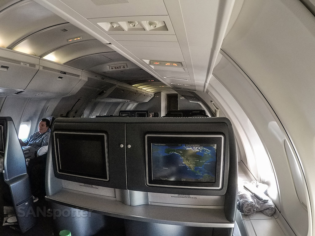 United Airlines 747 upper deck interior