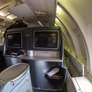 United Airlines 747 Dash 400 upperdeck curved wall
