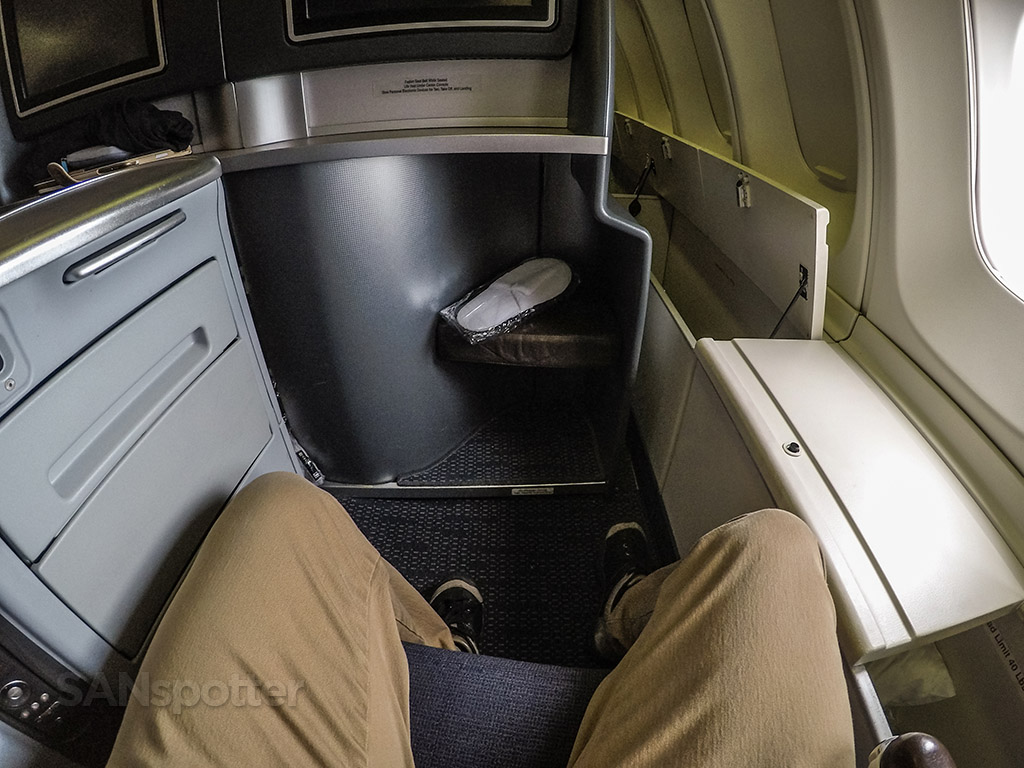 United airlines 747–400 upper deck business class seat legroom