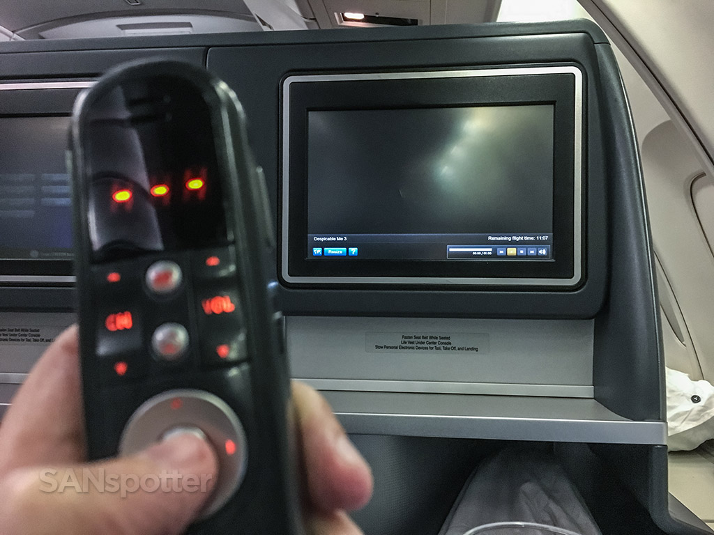 Nonfunctioning entertainment system United Airlines business class