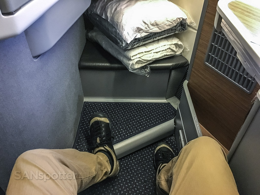 American Airlines 777–300 leg room