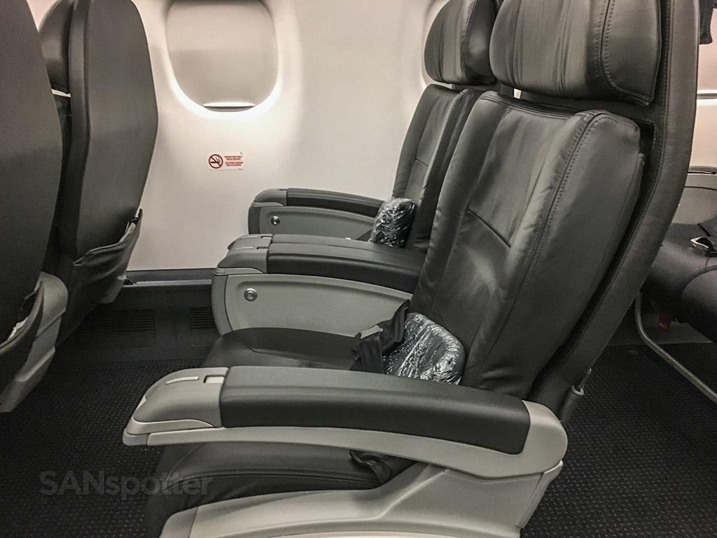 American eagle ERJ 175 first class seat pitch