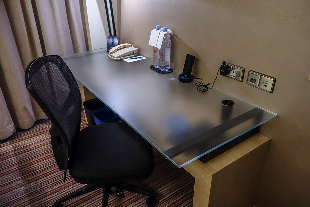 Sheraton Hong Kong hotel and towers room desk