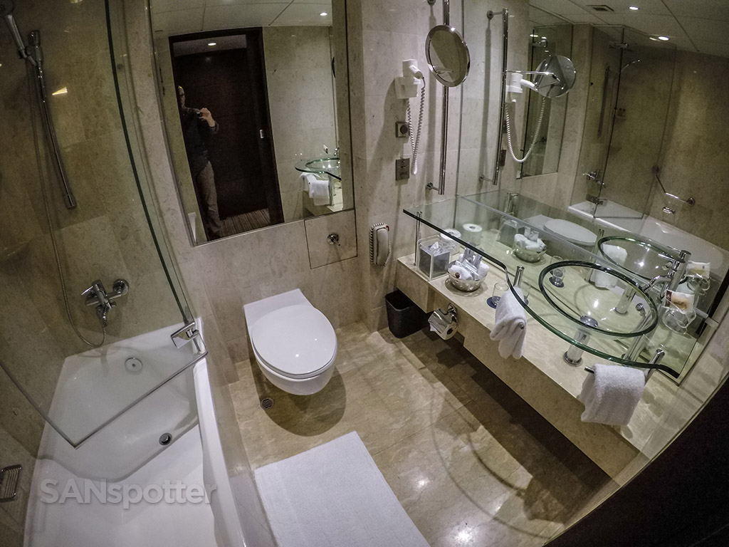 Sheraton hotel Hong Kong bathroom