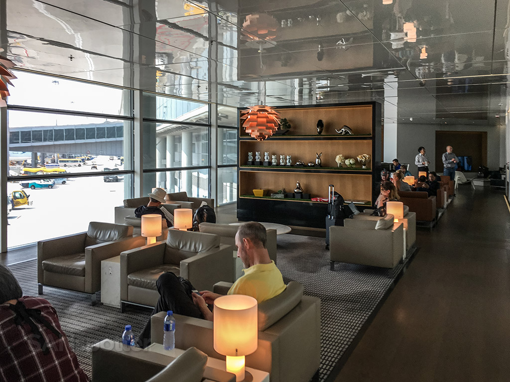 Cathay Pacific business class lounge seating options