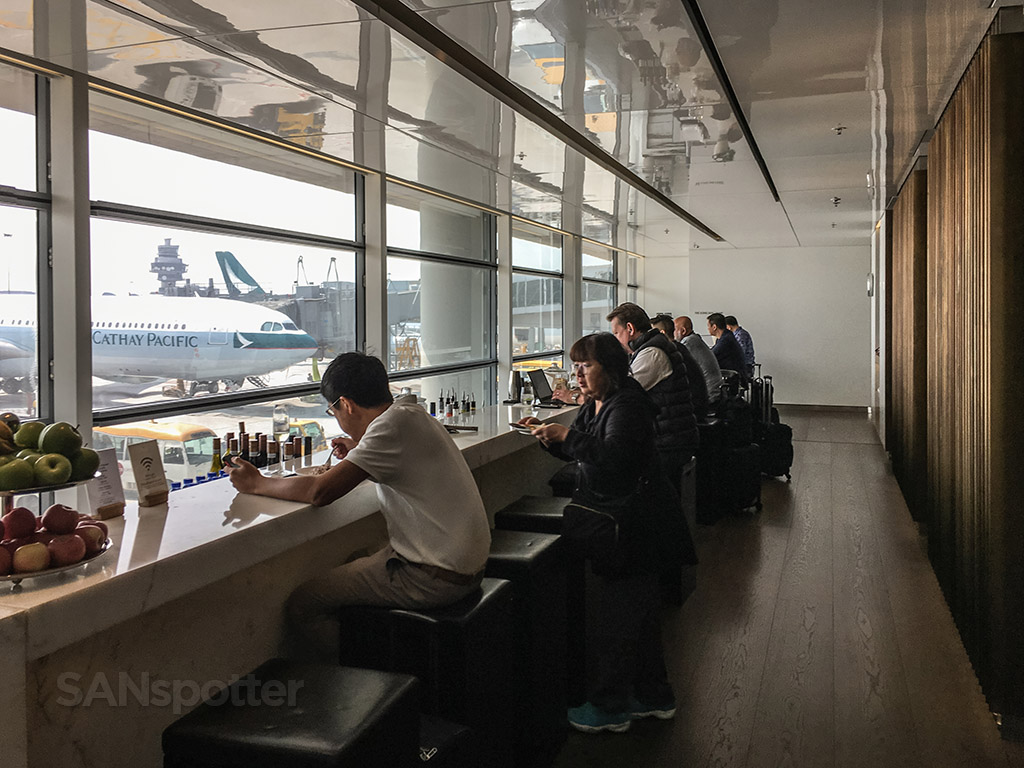 The Bridge bar Cathay Pacific business class wind Hong Kong airport