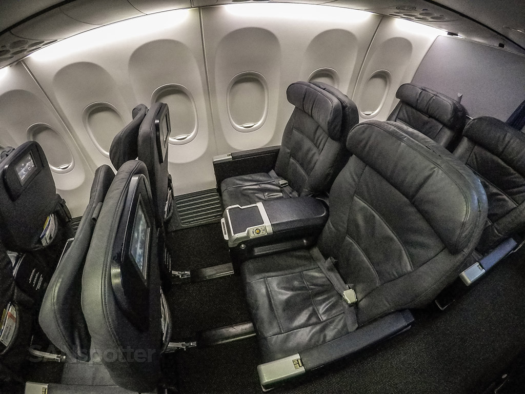 United Airlines 737 900 Er First Class San Diego To Los Angeles So Much Better Than A Regional Jet Sanspotter