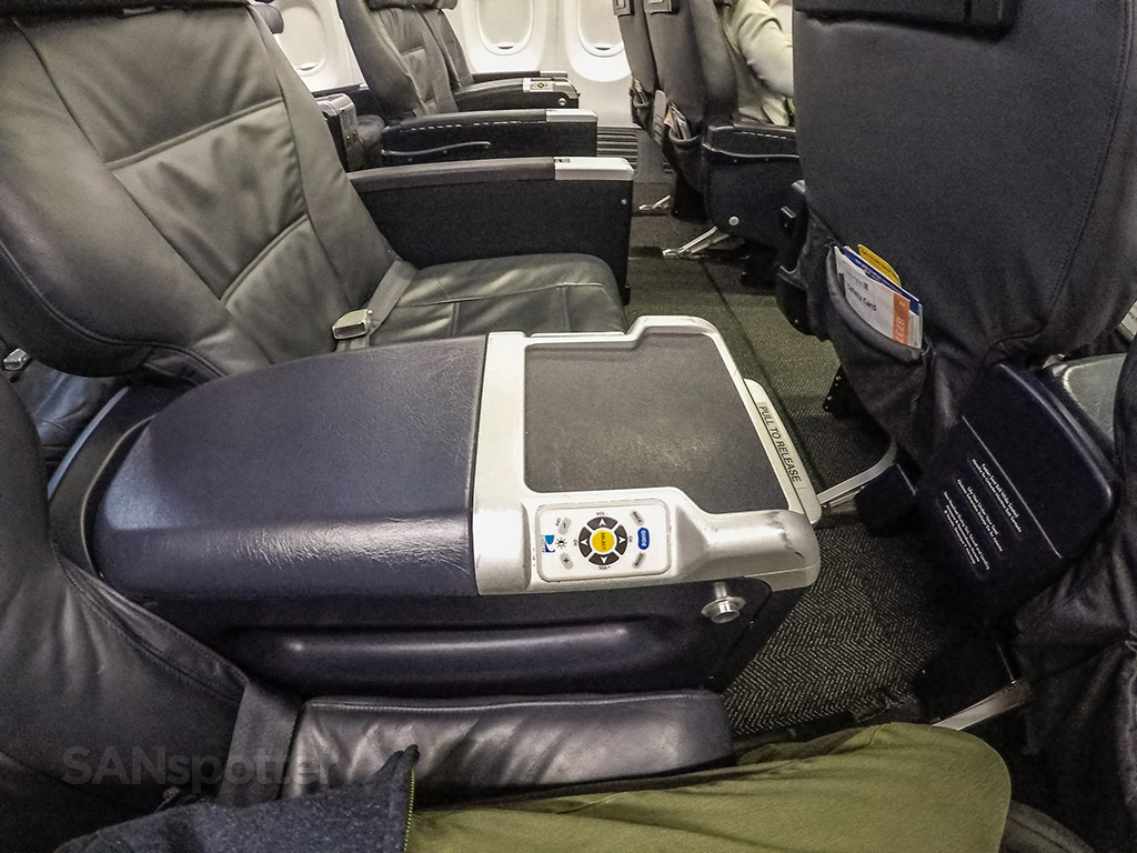 United Airlines 737-900/ER first class seat center arm rest