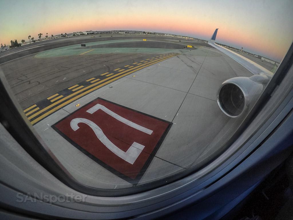 Runway 27 SAN