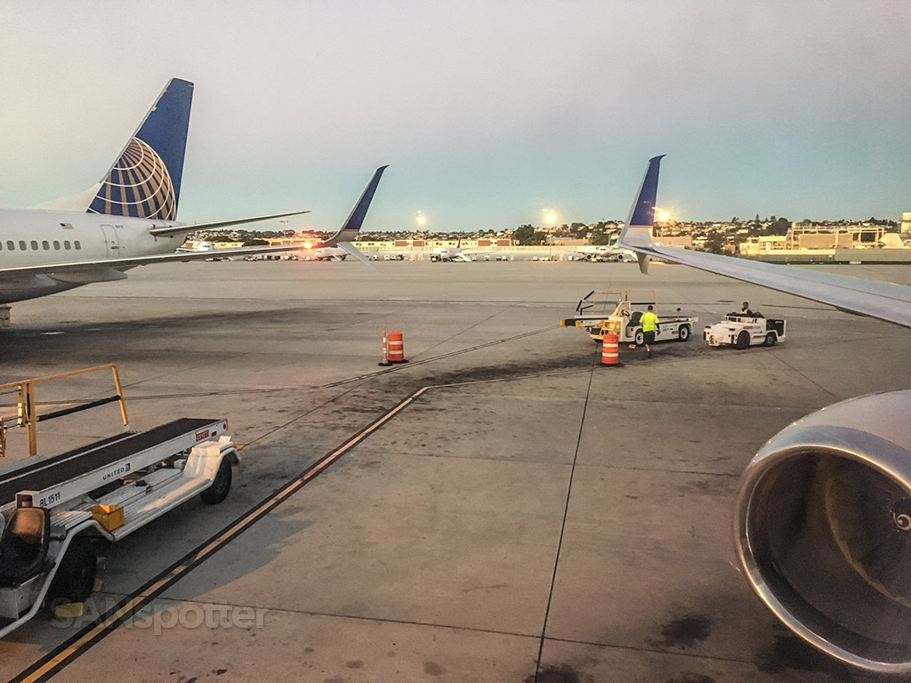 United Airlines 737 SAN