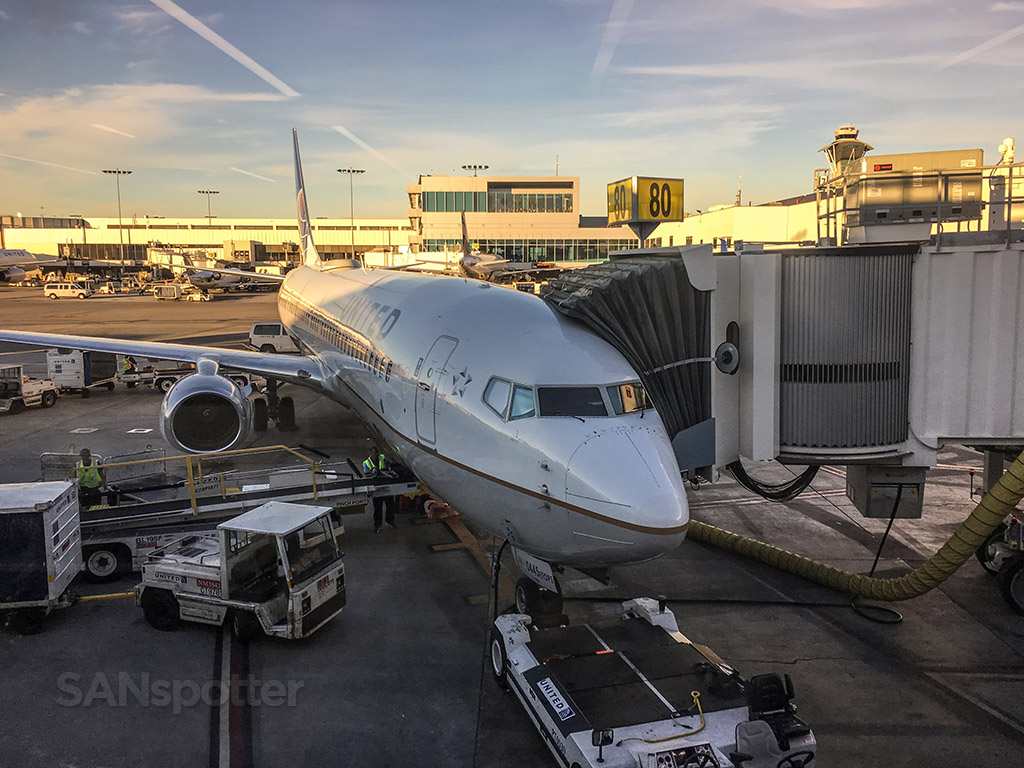 United Airlines 737-900/ER LAX