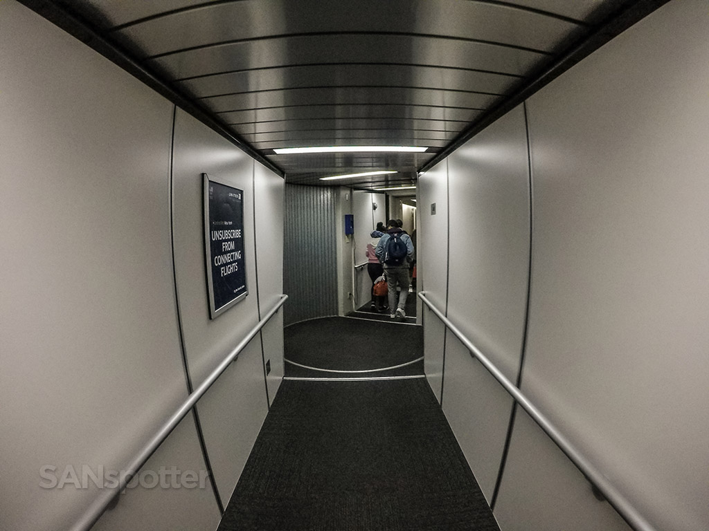 EWR jet bridge