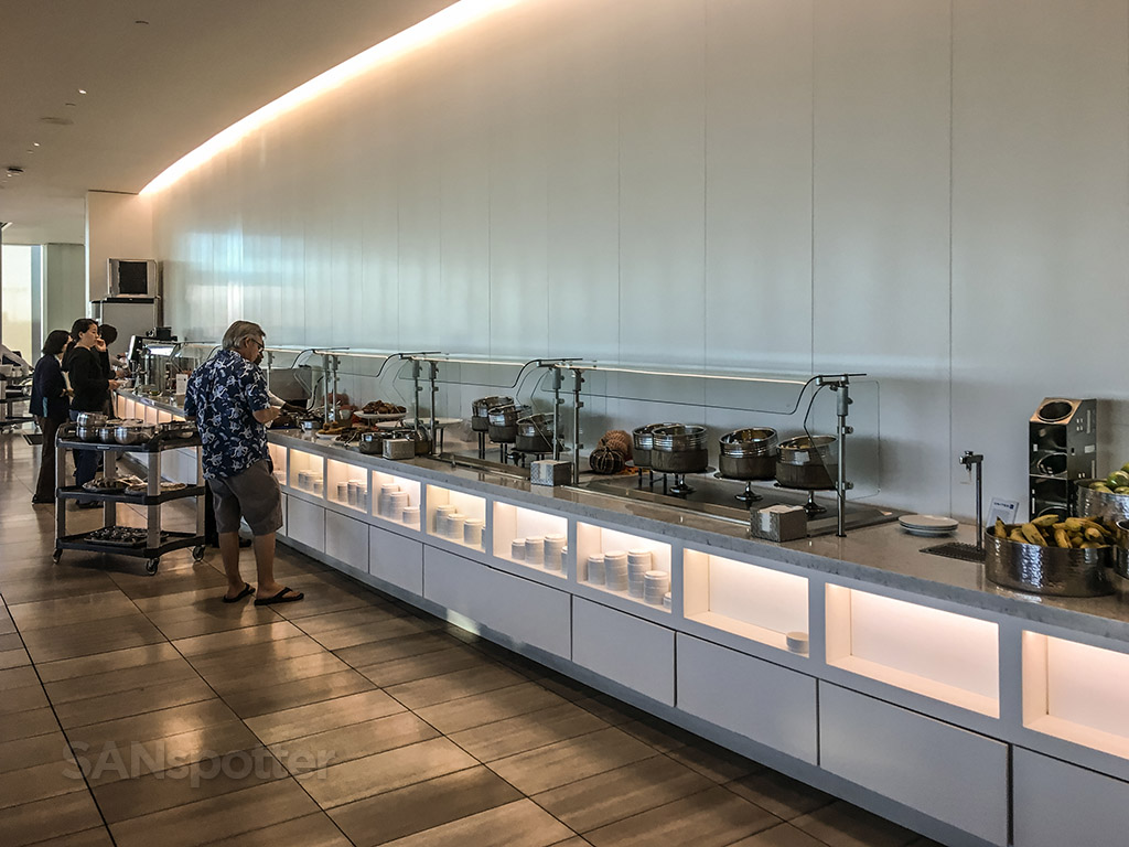 United club LAX free food