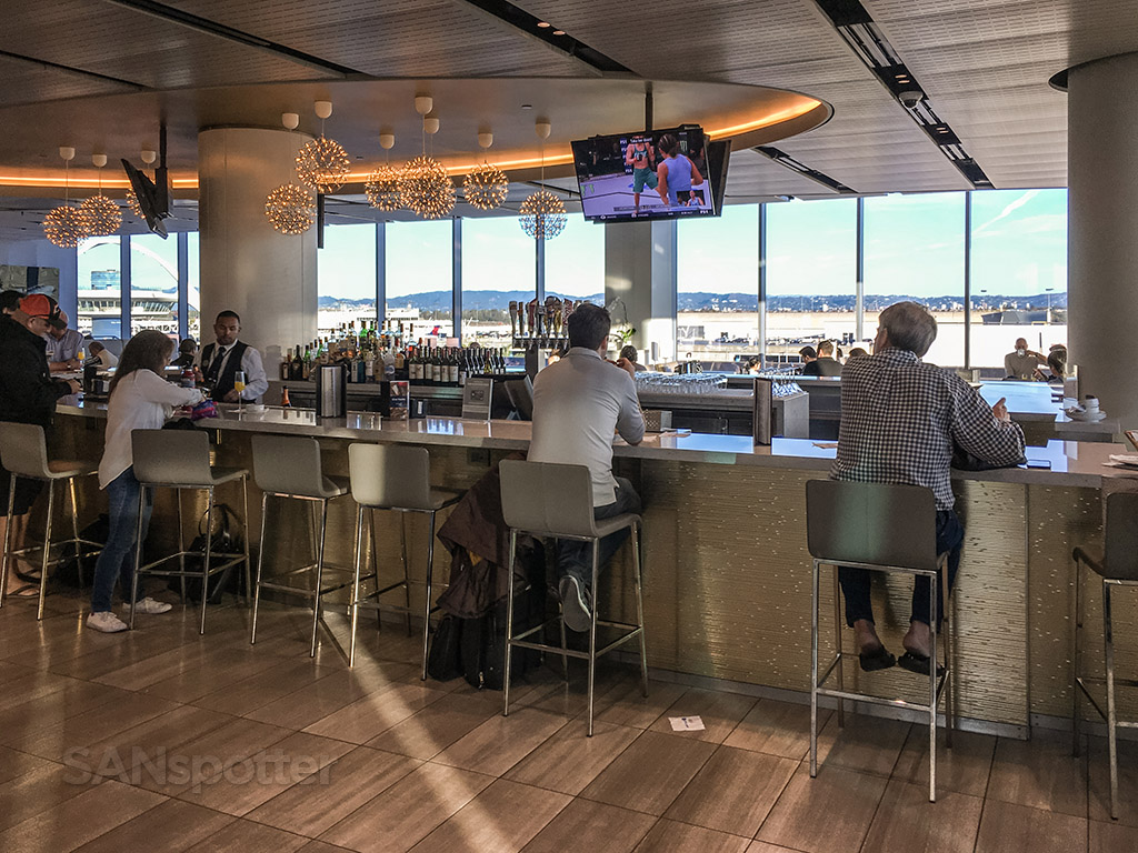 United club LAX bar